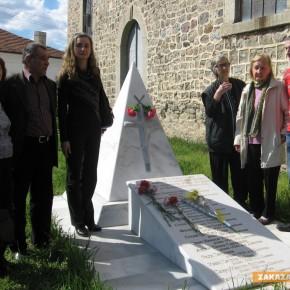 Наследници на горяните поднесоха цветя на паметника в Габарево