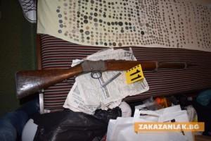Антики и огнестрелно оръжие в дома на 66-годишен мъж