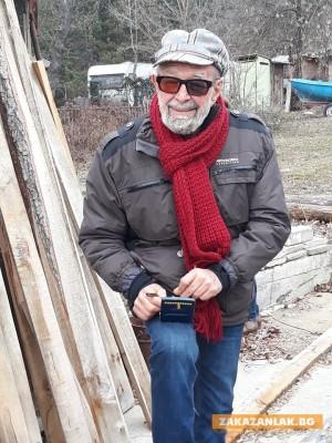 "Мореплавателят Дончо Папазов разгледа птицеглавия кораб край яз. ""Копринка"""