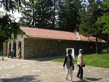 Августовски наплив на гробниците