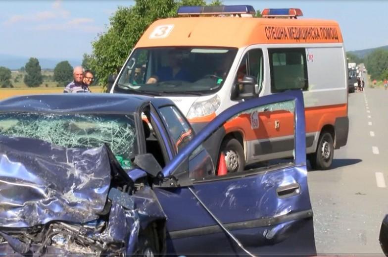 Остава тежко състоянието на пострадалите при катастрофата край Дъбово