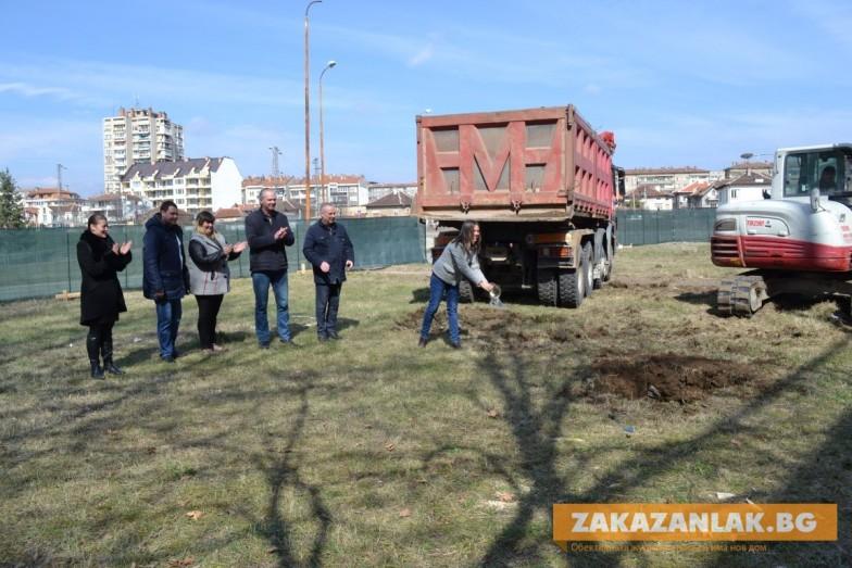 Направиха първата копка на електротранспорта в Казанлък