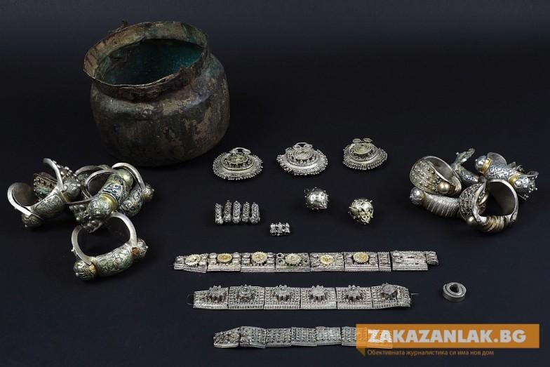 Над 240 експоната от Късното Средновековие показват в Казанлък