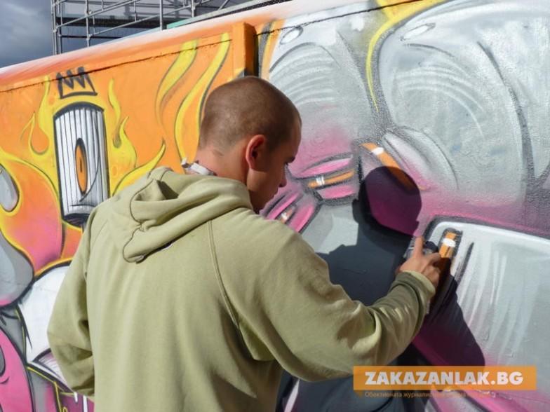 Графити фест кани младежи на скейт площадката