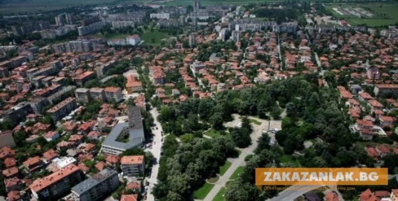 """Имотен пазар: панелките """"стигнаха"""" къщите в Казанлък"""