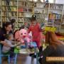 """Със средства от благотворителната изложба """"Искам да ти кажа"""" бяха закупени нови книги за Библиотека """"Искра"""""""