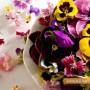 Идея за празника: Градински теменужки цъфтят в първомайските салати