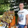 Българско: Уникални продукти от мед, сок от рози, скулптури от вълна