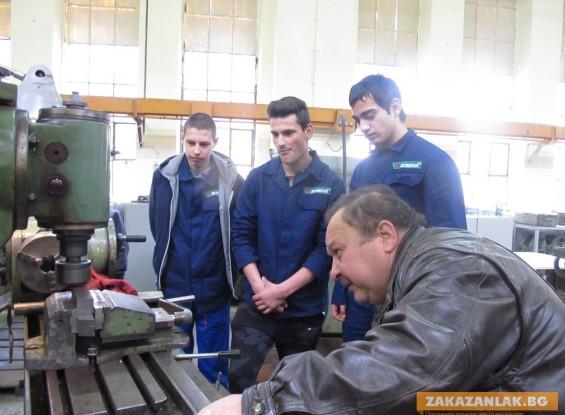 """46 ученици от механотехникума се обучават в """"Арсенал"""" за машиностроители"""