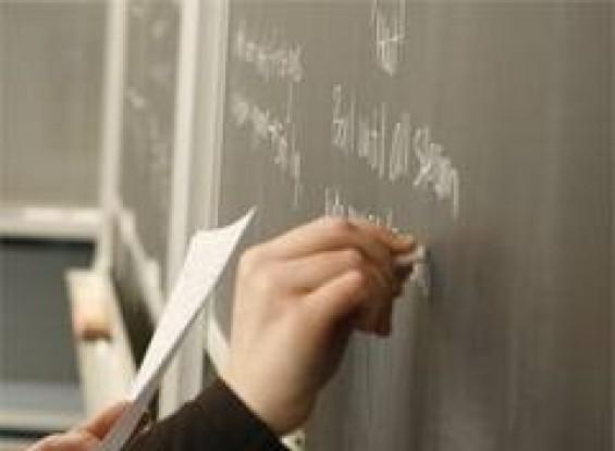 След изборите- съкращения на учители и 11 национални програми за образованието?