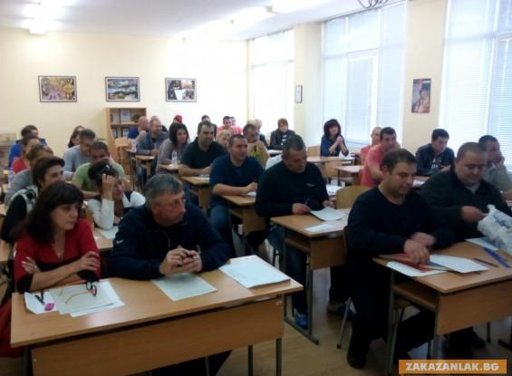 Кандидат-колежани полагат изпит в Казанлък