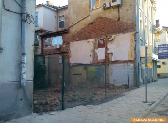 ОБНОВЕНА! Събориха къщата на Казанлъшката фея, без да уведомят Общината