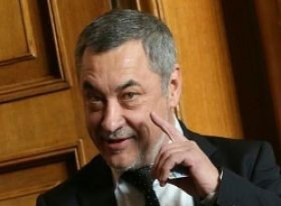 Вицепремиерът Валери Симеонов е подал оставка