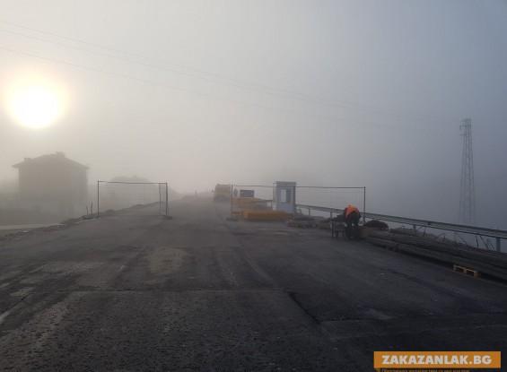 Напредва строежът, водещ към тунела под Шипка