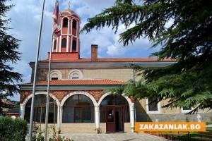 Митрополит Киприан отслужва Златоустова литургия в Казанлък