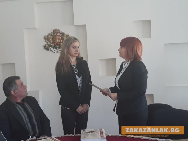 Гергана Микова връчи отличие на внучката на горянин