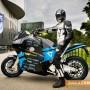 Първият електрически мотоциклет пое  на околосветско. Ще спре и в Стара Загора