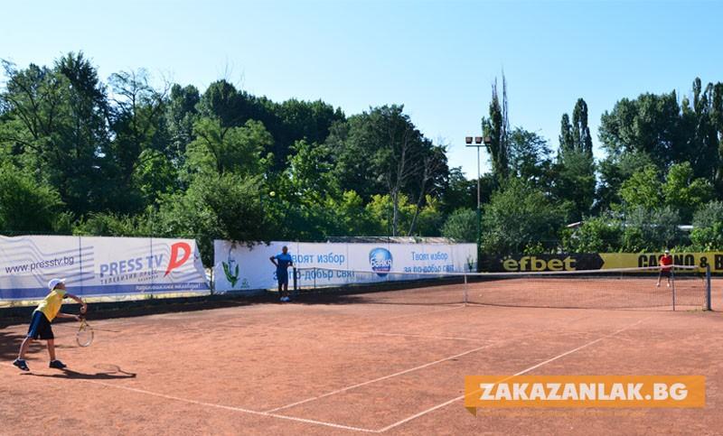 "Комплекс ""Шампион"" бе домакин на турнир по тенис на корт за деца"