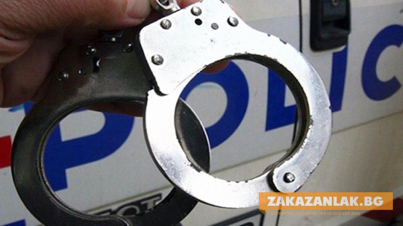 Полицейски служители задържаха двама младежи за кражба