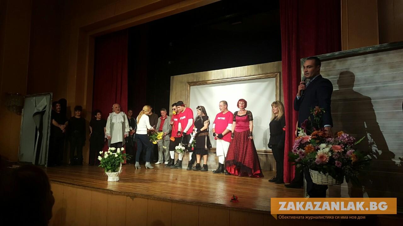 """ЧРД: Филип Трифонов с аплаузи  снощи във фурора на премиерата на """"Тримата мускетари"""" в Казанлък"""