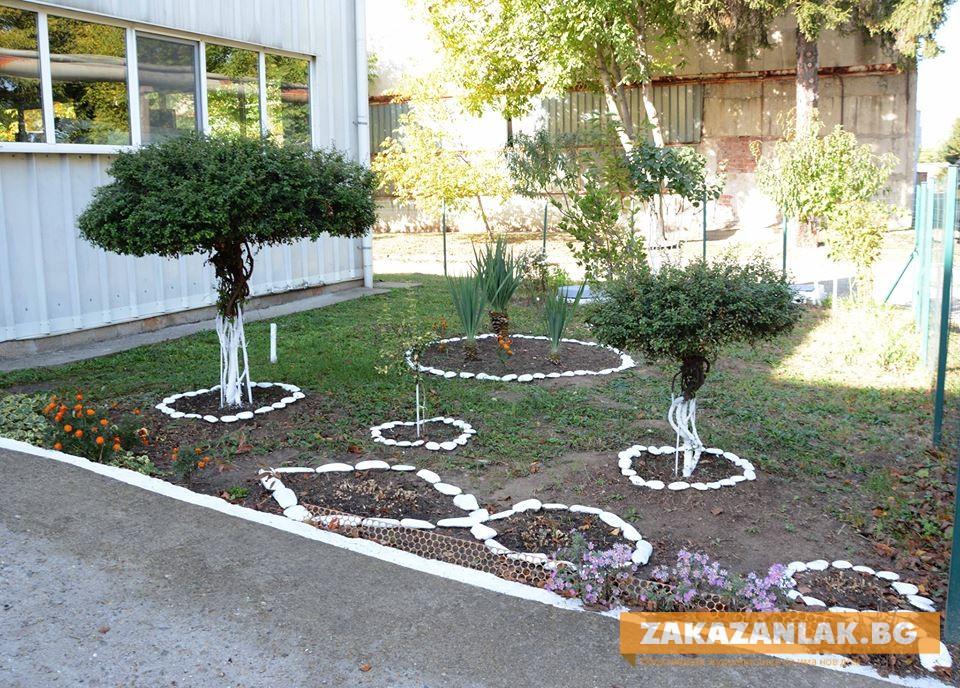 "Цветна градина пред ""Пенитата"""
