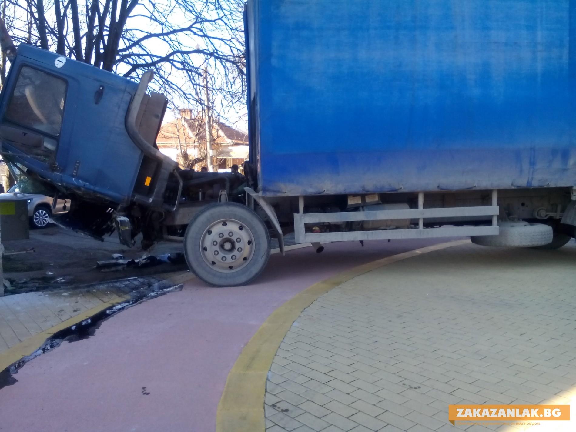 Прокуратурата в Казанлък разследва инцидента с товарния камион