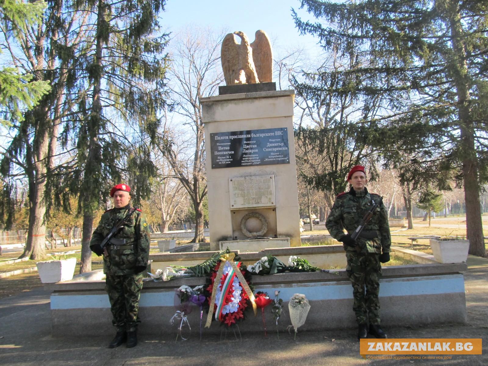 Поручик Списаревски е като Ботев и Левски, но в друго технологично време