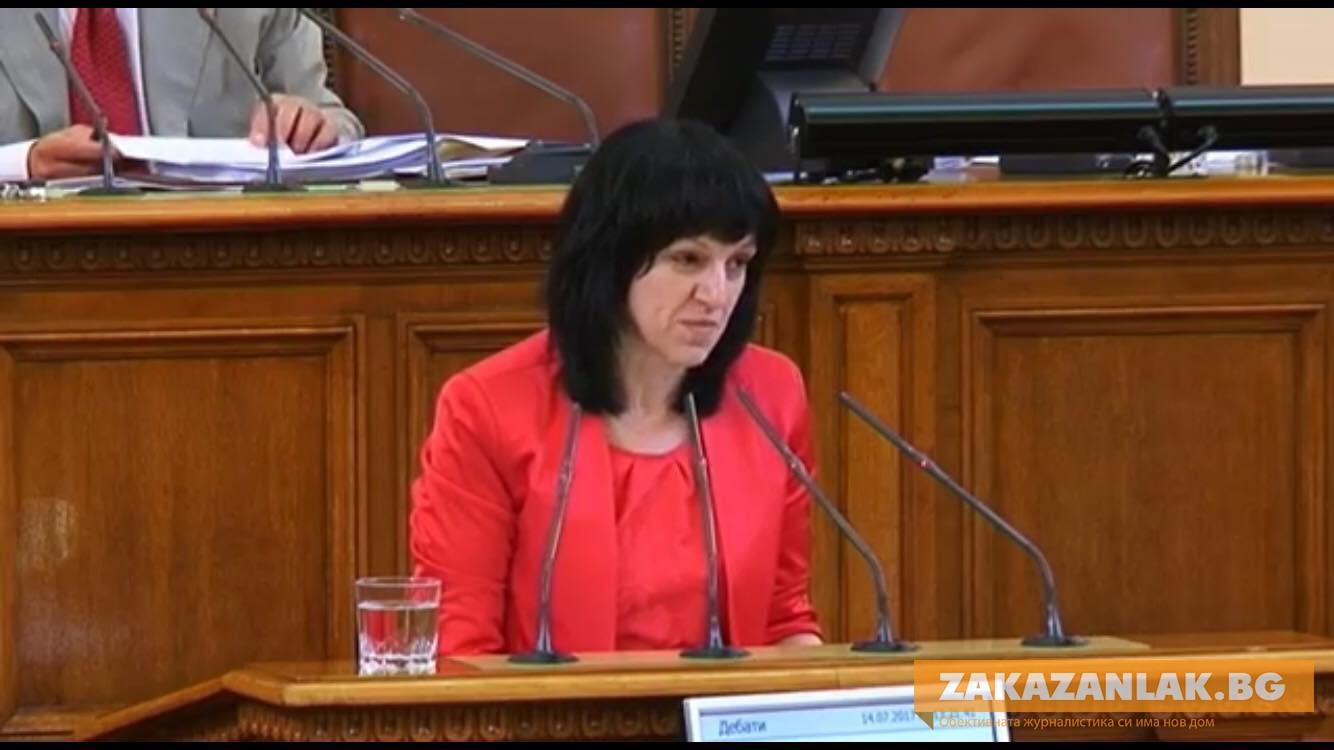 Местни депутати питат за  пътните и парите на учителите