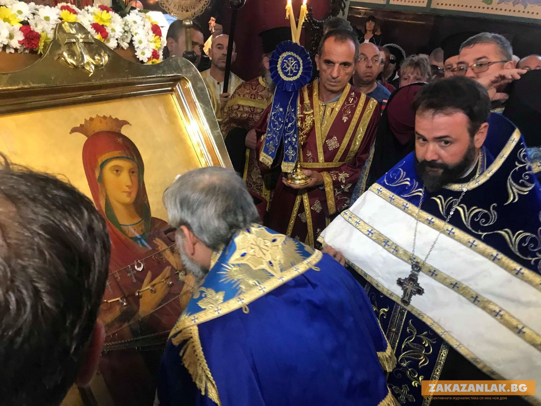 Две чудотворни икони идват в региона