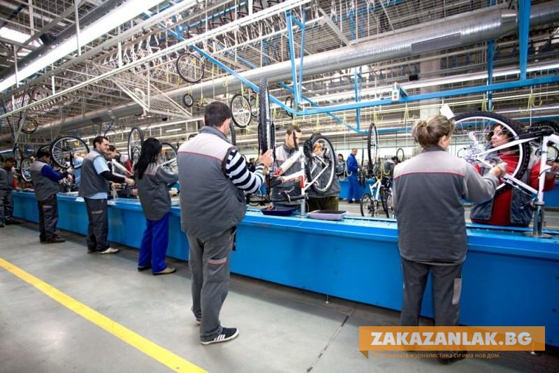 Синдикатите недоволни от изключване на основни сектори от стимула срещу съкращения