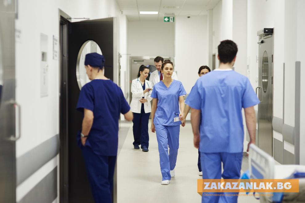 Кой плаща за лечение, ако се разболеем от COVID-19 в чужбина