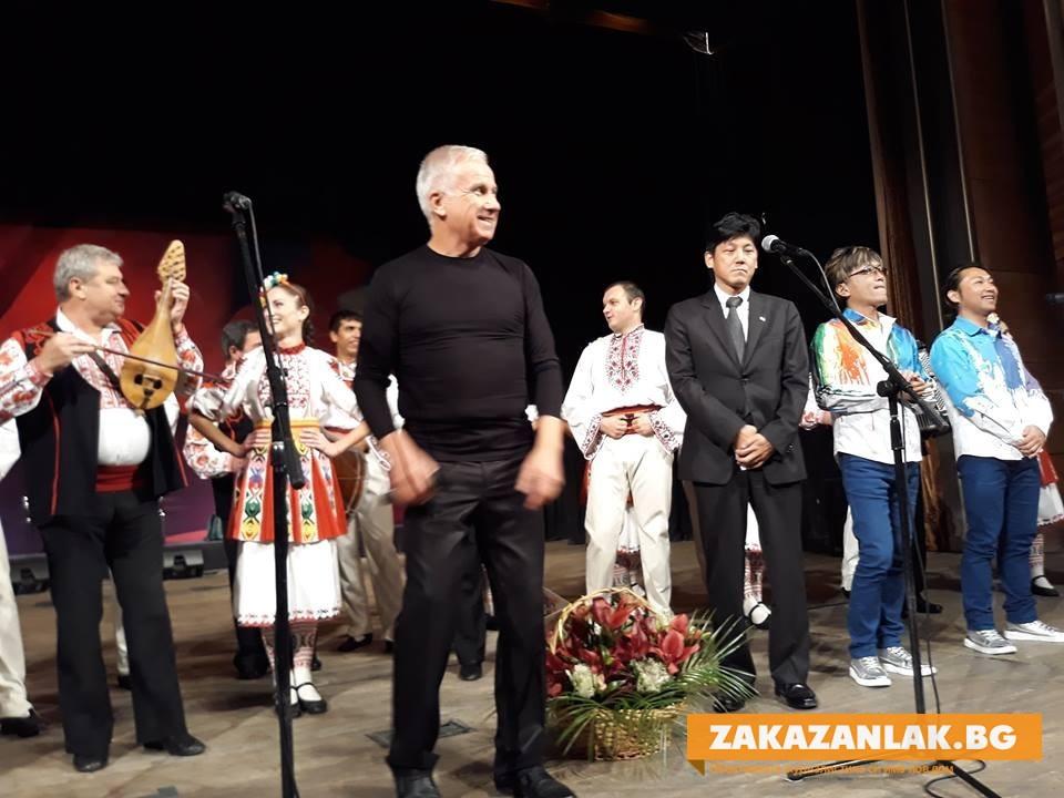 Казанлък изпраща японския посланик по българска традиция
