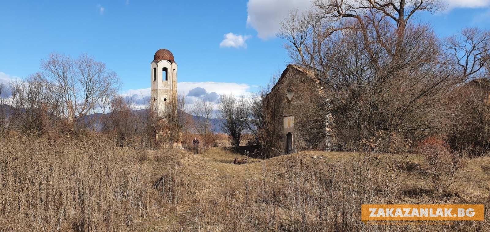 Още една потопена църква събира духовници и миряни