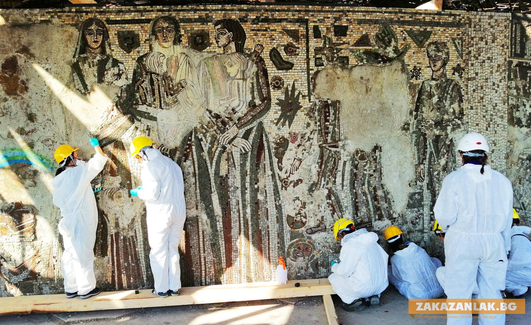 Реставратори от 4 държави работят по мозайките на Бузлуджа
